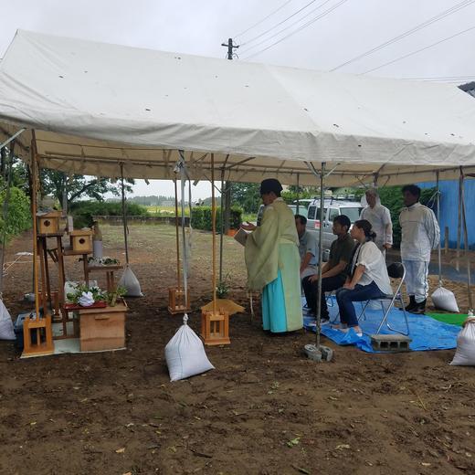 台風の中「地鎮祭」